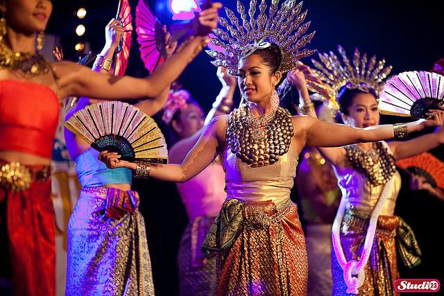 Thưởng thức vũ điệu truyền thống Thái Lan