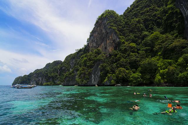 Mua vé máy bay giá rẻ đi Phuket ở đâu