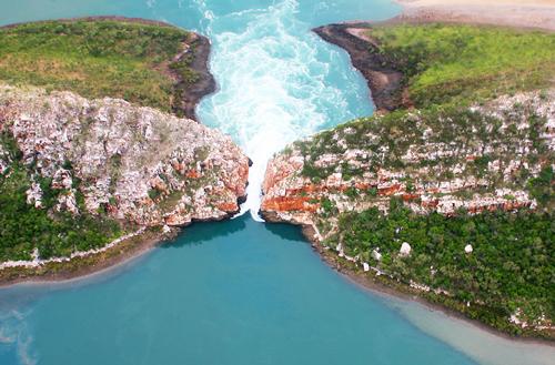 Horizontal - thác nước nằm ngang kì diệu ở Úc