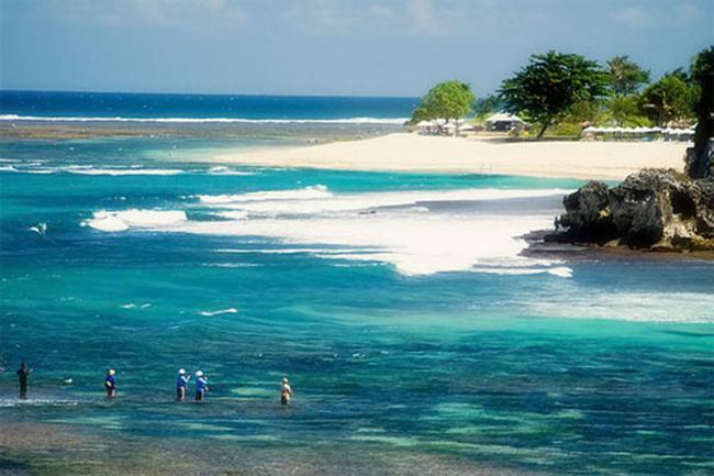 bãi biển Geger