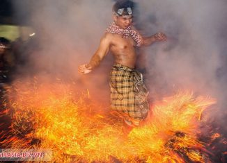 Mesabatan Api bali